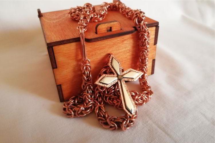 Rękodzieło - krzyż i łańcuszek